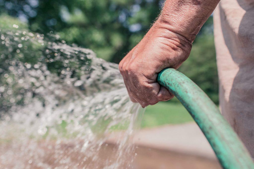 wash stucco with Garden Hose